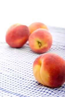 Free Fresh Peaches On A Kitchen Towel Royalty Free Stock Photography - 5606907