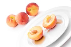 Peaches With Syrup On White Plate Royalty Free Stock Images