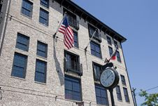 Free Street Clock And Lofts Royalty Free Stock Photography - 5611587