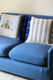 Free Blue Sofa Royalty Free Stock Images - 5613229