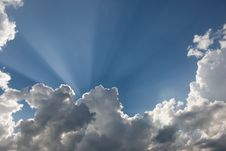 Free Clouds And Sun Rays Royalty Free Stock Photography - 5619267