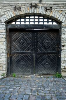 Free Iron Door Of Fortress Stock Image - 5619351