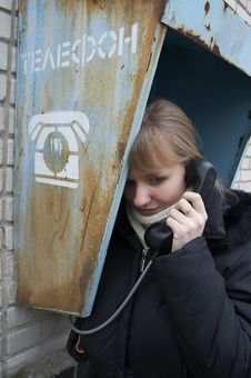 Free Upset Girl With Street Phone 5 Royalty Free Stock Photography - 5621607