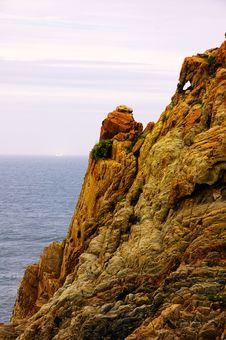 Free Rock In Seashore Stock Image - 5621921