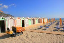 Free Summer Beach And Huts Royalty Free Stock Photos - 5625298