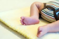 Free Newborn S Legs Royalty Free Stock Photos - 5627688