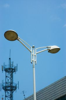 Free Streetlamp And Antenna Royalty Free Stock Images - 5630689