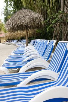 Free Poolside Lounges Stock Images - 5633814