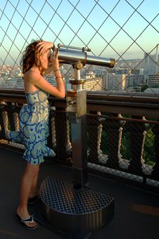 Free Woman Enjoying View On Eiffel Tower Royalty Free Stock Images - 5638189