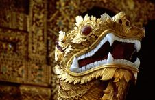 Free Golden Head Of Dragon Royalty Free Stock Image - 5640366