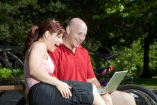 Free Couple On Park Bench With Laptop - Horizontal Royalty Free Stock Images - 5640509