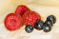 Free Raspberries And Berries Royalty Free Stock Photography - 5643357