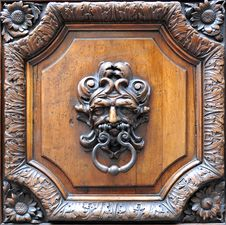 Free Old Door Knocker Stock Images - 5644904