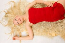 Free Blonde Lying On The Fur Royalty Free Stock Photography - 5646367