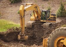 Free Excavator Digging Dirt Royalty Free Stock Photos - 5647988