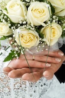 Free Wedding Bouquet At Hands Royalty Free Stock Image - 5649256