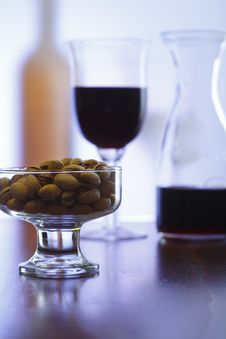 Free Red Wine And Pistachios Royalty Free Stock Photos - 5649988