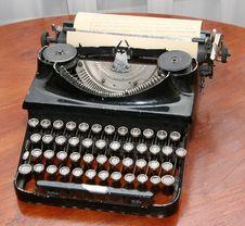 Free Obsolete Vintage Typewriter Royalty Free Stock Photo - 5651595