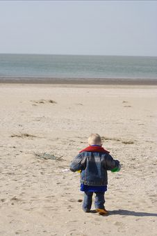 Free Little Child Playing The Beach Royalty Free Stock Photos - 5655158