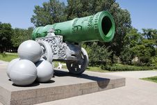 Free Huge Cannon Stock Image - 5655401