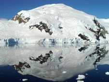 Free Antarctica S Reflection Royalty Free Stock Images - 5655599