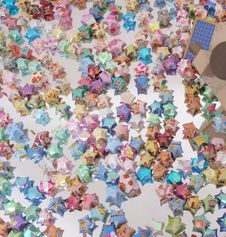 Free Colored Paper Stars Scatter Mirror Stock Photography - 5658312