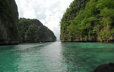 Free Island In The Indian Ocean Near Phi-Phi Royalty Free Stock Photography - 5662197