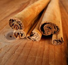 Free Cinnamon Sticks Royalty Free Stock Image - 5664776