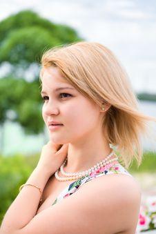 Free Pretty Girl Walking Royalty Free Stock Photography - 5671317