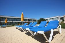 Free Several Sunbeds Royalty Free Stock Photos - 5671518
