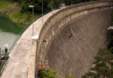 Free The Dam And The Lake Royalty Free Stock Images - 5673419