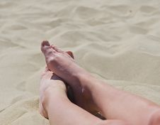 Free Feet In Sand Royalty Free Stock Images - 5673819
