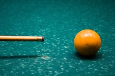 Free Billiard Cue And Yellow Sphere Royalty Free Stock Image - 5677096