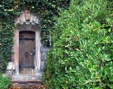Free Wooden Door In A Wall Royalty Free Stock Photography - 5678077