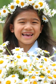 Free Beautiful Little Girl With Crown Of Daisies Royalty Free Stock Images - 5679069