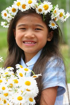 Free Beautiful Little Girl With Crown Of Daisies Stock Photos - 5679073