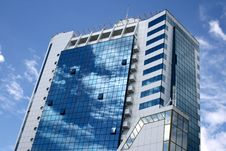 Free Blue With White A Skyscraper Stock Photography - 5681362