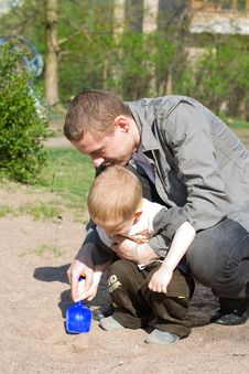 Free Child And Father Royalty Free Stock Image - 5682086