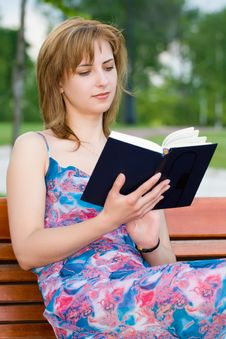Free Girl Reads Stock Photography - 5682312