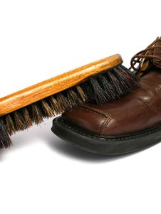 Free Clean Brush And Brown Men Shoe Stock Photography - 5691272