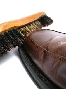Free Clean Brush And Brown Men Shoe Stock Photography - 5691342