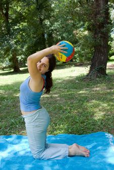 Free Pretty Girl Outdoor Exercising Royalty Free Stock Photography - 5691687