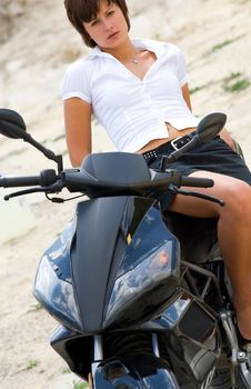 Free Pretty Model With Black Motorcycle Royalty Free Stock Images - 5692939