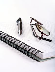 Notepad With Eyeglasses And Pen Royalty Free Stock Photography