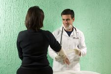 Free Doctor Holds Arm - Horizontal Royalty Free Stock Images - 5698219