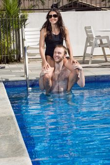 Free Woman On Man S Shoulders In Pool - Vertical Royalty Free Stock Images - 5698409