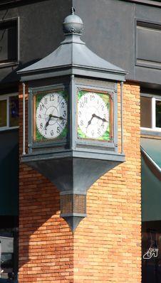 Free Street Corner Clock Royalty Free Stock Images - 5699449