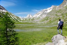 Free Mountain Trekker Royalty Free Stock Photography - 5699877