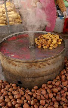 Free Roasted Walnuts Royalty Free Stock Photos - 573888