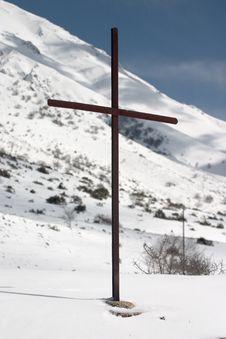 Free Latin Cross On Snow Royalty Free Stock Photos - 577838